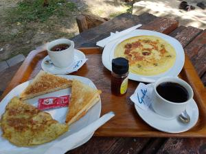 Breakfast options available to guests at Kuta Lodge Homestay