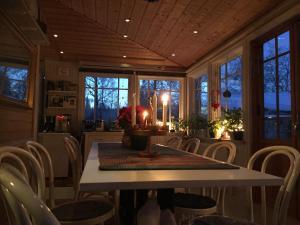 En restaurang eller annat matställe på Enångers Bed and Breakfast
