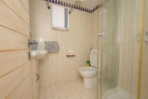 A bathroom at The Western Wall Apartment