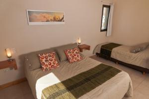 Una cama o camas en una habitación de Posada y Cabañas El Barranco