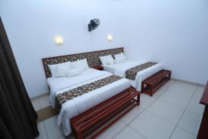A bed or beds in a room at Ella Red Rock
