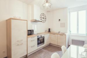 A kitchen or kitchenette at Appartement centre ville