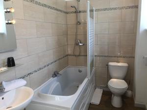 A bathroom at Hotel Memorial