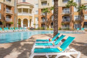 A piscina localizada em The Point Hotel & Suites Universal ou nos arredores