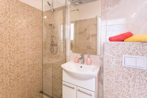 A bathroom at Premium apartment Biokovo Nature Park