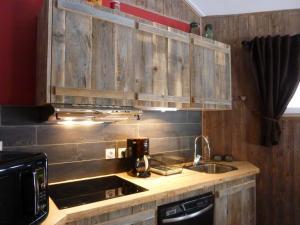 A kitchen or kitchenette at Domaine De Siane