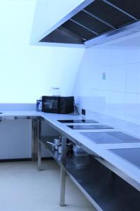 Una cocina o zona de cocina en Kaps Hostel Vigo