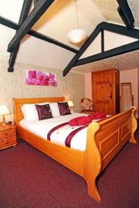 A bed or beds in a room at The West Country Inn