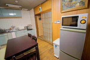 A kitchen or kitchenette at Jizo House
