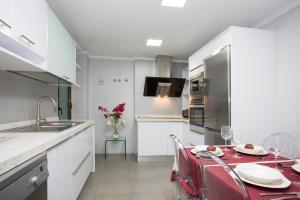 Una cocina o zona de cocina en Singular Stays Plaza de la Reina