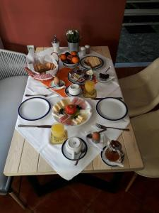 Breakfast options available to guests at Marianna Hotel