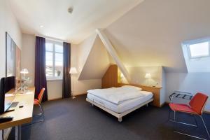 Ein Bett oder Betten in einem Zimmer der Unterkunft Hotel Bären Langenthal