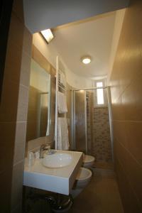A bathroom at Hotel Belvedere Spiaggia