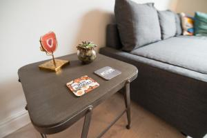 A seating area at Burton House Boutique Flat