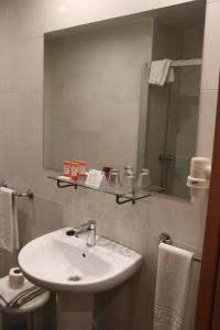 A bathroom at Hotel Acosta Ciudad de la Música