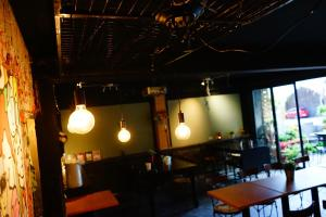A restaurant or other place to eat at Wu Tai Homestay