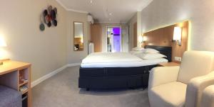 A bed or beds in a room at Landhotel Alberts