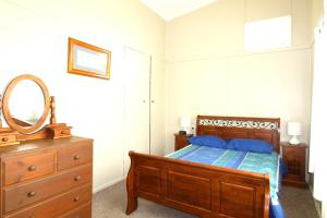 A bed or beds in a room at Hi View, 18 Dulconghi Street