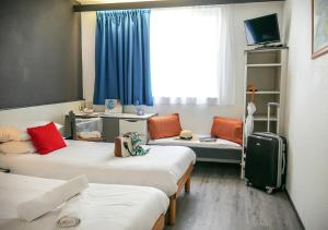 Un ou plusieurs lits dans un hébergement de l'établissement Hôtel des Thermes Callou