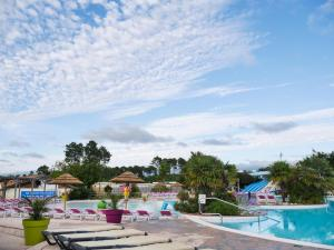 The swimming pool at or near Camping Officiel Siblu La Réserve
