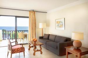 A seating area at Hapimag Resort Paguera