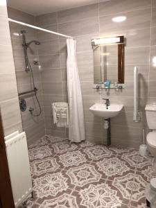 A bathroom at The Smugglers Inn