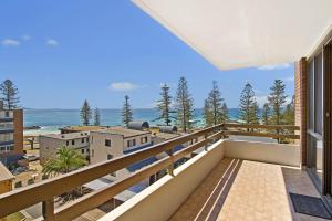 A balcony or terrace at Akuna 23 6 Joffre Street