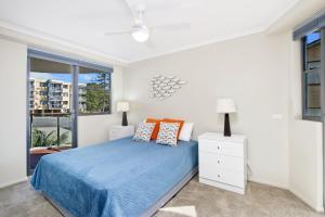 A bed or beds in a room at Flightdeck 301 5-7 Clarence Street