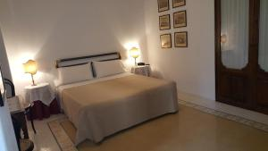 A bed or beds in a room at Hotel Santa Marina Antica Foresteria