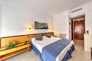 Cama ou camas em um quarto em Hotel Voramar