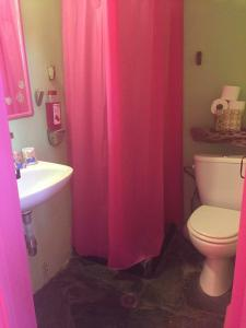Ένα μπάνιο στο Village Bay Studios