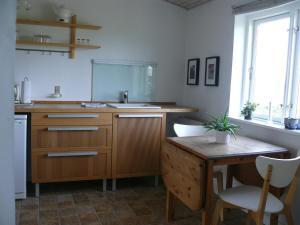 A kitchen or kitchenette at Tiendegaarden Apartments Møn