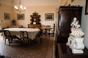 Ein Restaurant oder anderes Speiselokal in der Unterkunft B&B Valle Allegra