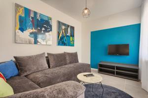 A seating area at Astinian apartments Jadranka