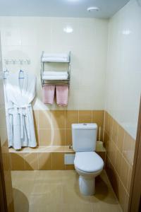 A bathroom at Fedorov ApartHotel Barnaul