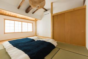 A bed or beds in a room at Hostel Nagayado Osaka