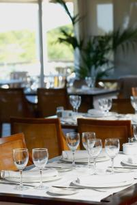 A restaurant or other place to eat at Hotel Nuevo Portil Golf
