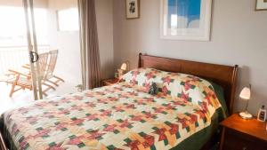 A bed or beds in a room at Rezare House Bed & Breakfast