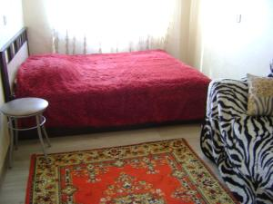 A bed or beds in a room at Apartment on Lenskaya