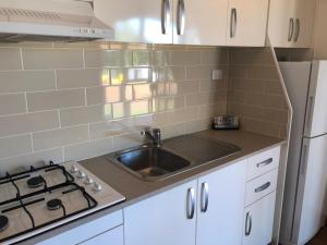 A kitchen or kitchenette at Cobar Caravan Park