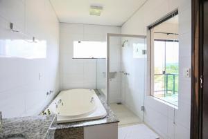 A bathroom at Águas Do Verê Termas
