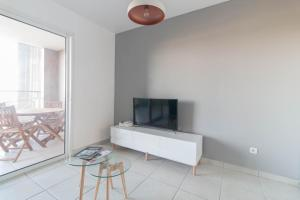A television and/or entertainment center at Sunapart