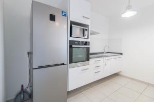A kitchen or kitchenette at Sunapart