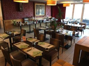 Een restaurant of ander eetgelegenheid bij Hotel Restaurant de Engel