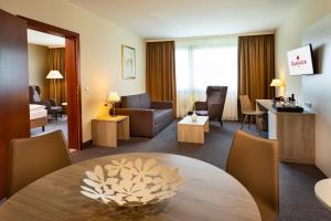 A seating area at Hotel Ramada Graz