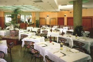 A restaurant or other place to eat at Hotel Sole
