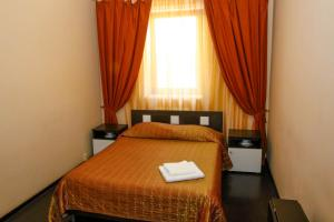 A bed or beds in a room at Hotel Complex La Mezon