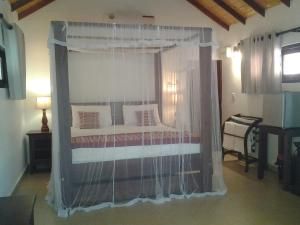 A bed or beds in a room at Villa Nilaveli Cabana