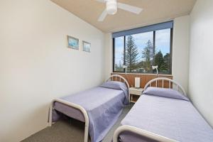 A bed or beds in a room at Tasman Towers 5 3 Munster Street