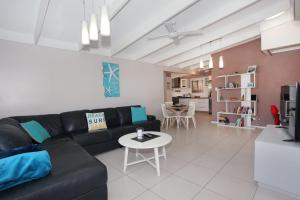A seating area at 6 Botany Court Marcoola Beach - Pet Friendly 500 Bond